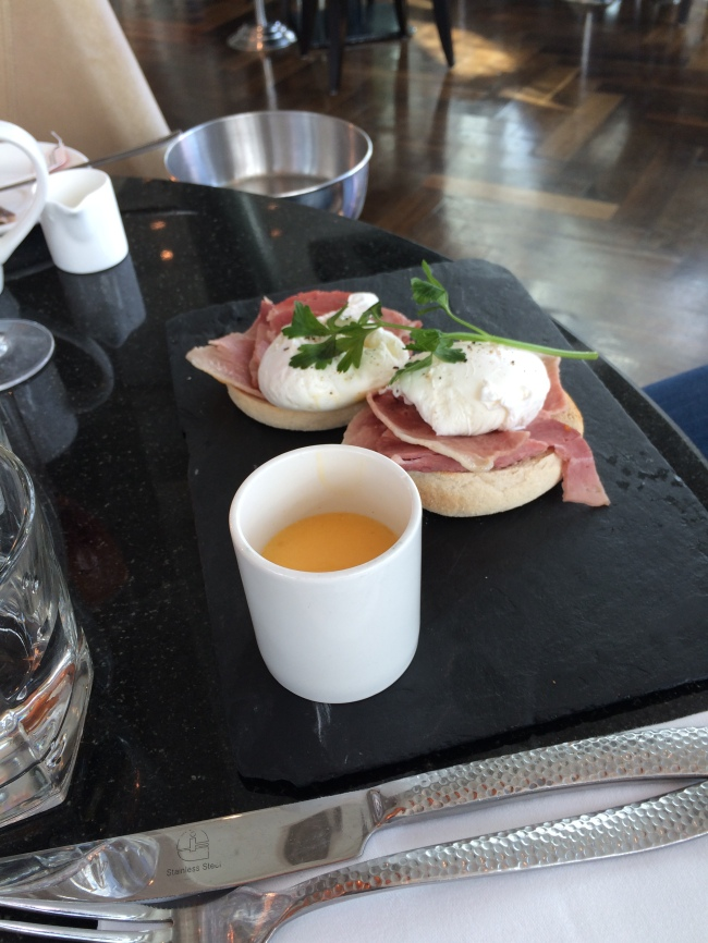 the-alchemist-eggs-benedict